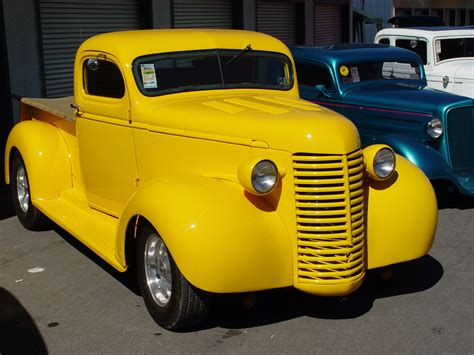 1939 chevrolet yellow front angle 1280x960