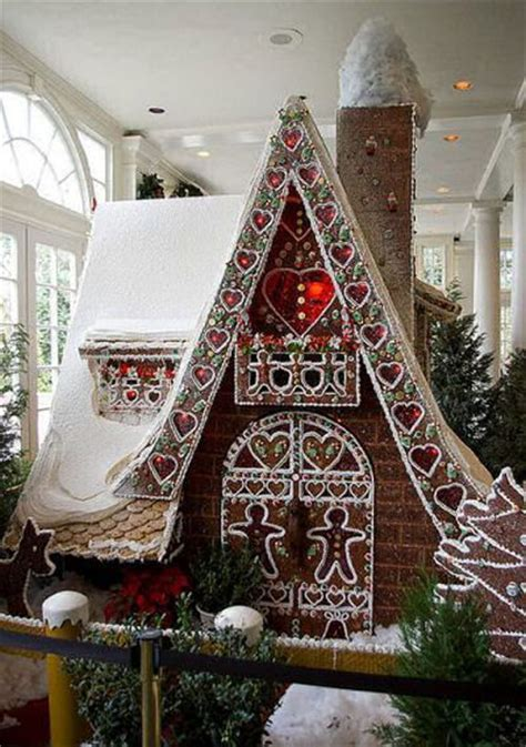 design a gingerbread house 1000 ideas about gingerbread houses on pinterest christmas gingerbread house