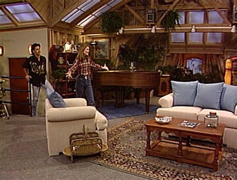 full house the apartment season 4 episode 22 stephanie plays the field