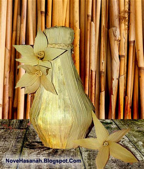 membuat kerajinan dari kulit jagung menyulap barang bekas menjadi vas bunga