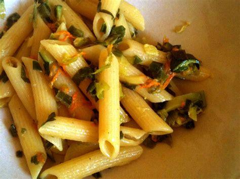 pasta e fiori di zucca penne ai fiori di zucca vegan ricette vegane