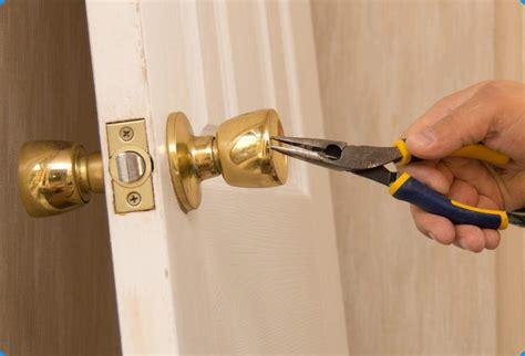 como cambiar el pomo o la manilla de una puerta f 193 cil