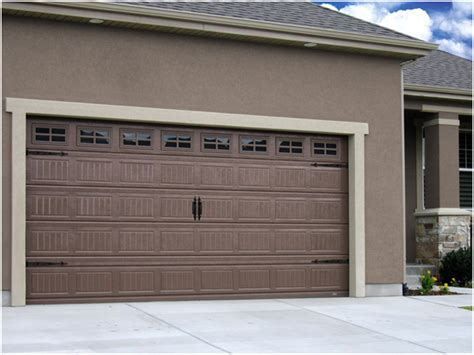 Garage Door Chain Off Track Here Is What To Do Magazin Zoo Garage Door Chain Track