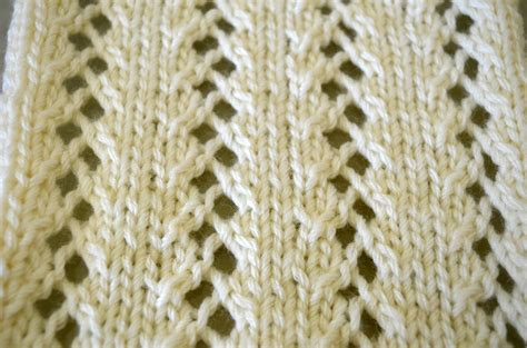 knitting with eyelet lace garter stitch and eyelet lace cottontail design