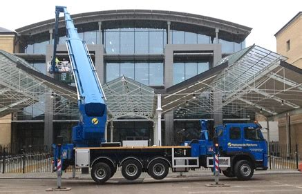 Gondola Pembersih Kaca Mobile Crane Untuk Pembersihan Kaca Gedung