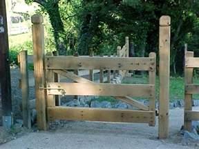 Bella Cancelli In Legno Per Giardino #1: cancelli-in-legno-giardino-levigati.jpg