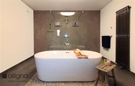 badkamer bad en inloopdouche susteren badkamer met vrijstaand bad inloopdouche en