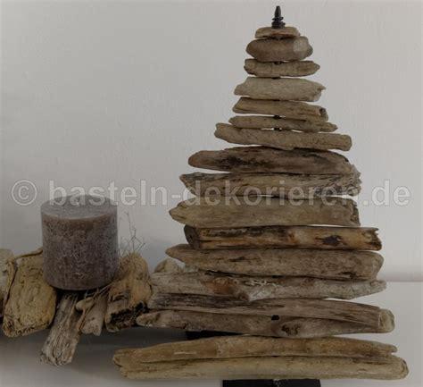 tannenbaum aus treibholz tannenbaum aus schwemmholz basteln und dekorieren