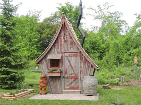 Of Dan Cabins by The Kooky Cabin Seems Strange Until You See Inside