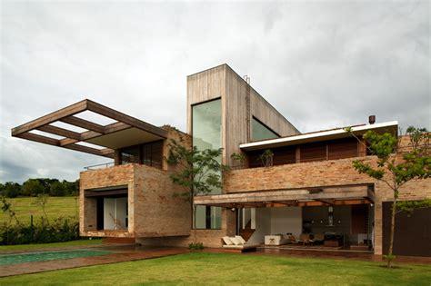 casa moderna con revestimiento de ladrillo architecture revestimiento de