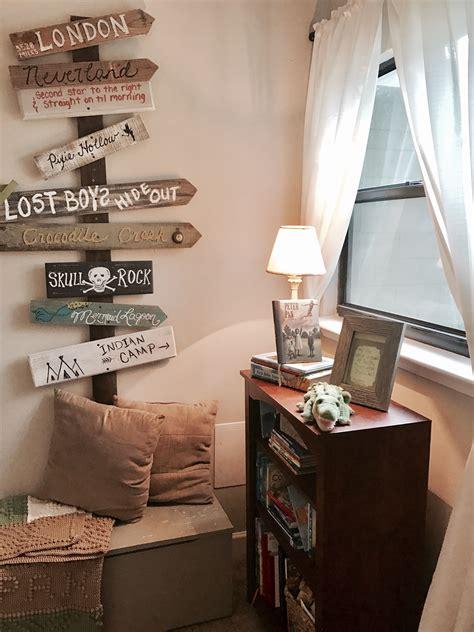 peter pan bedroom bookshelf and directional wall decor for peter pan bedroom