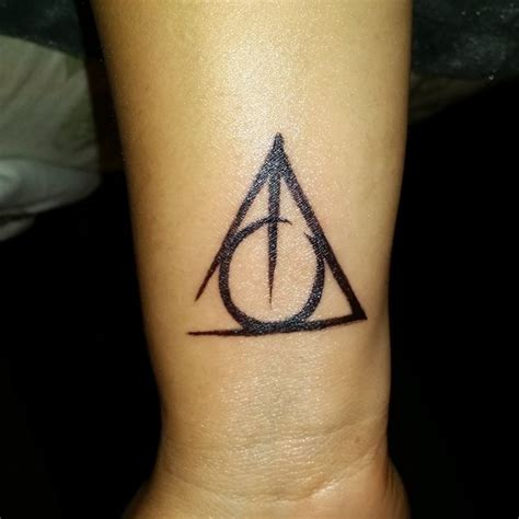 deathly hallows symbol tattoo best 20 deathly hallows symbol ideas on