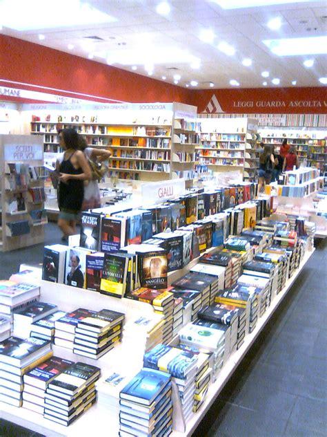 libreria mondadori cola di rienzo roma shop more riapre rinnovata mondadori di piazza