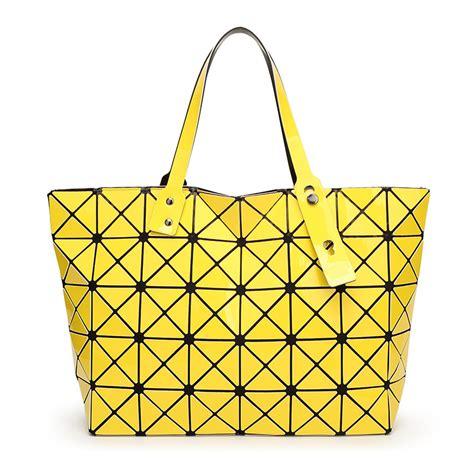 Tote Bag Kanvas Geometric Segitiga Medium issey miyake bao bao pearl bag lattice tote geometry quilted handbag geometric
