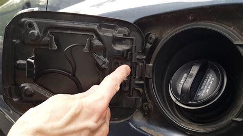 Cover Tangki Toyota diy fix toyota fuel door