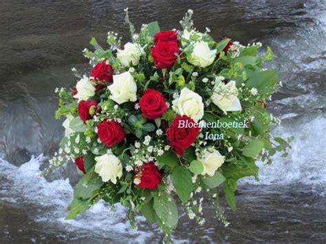 bloem ik blijf ik blijf altijd je houden een rouwstuk met rood en