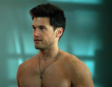 dc s legends of tomorrow nick zano joins legends of tomorrow adds nick zano as dr haywood in season 2 entertainment chinatopix