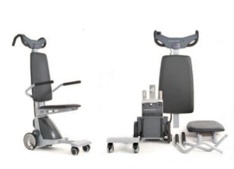 scala mobile per disabili il montascale mobile a ruote per disabili della signora