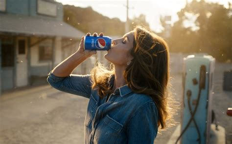 pepsi commercial larry actress cindy crawford recreates her famous pepsi super bowl ad 26