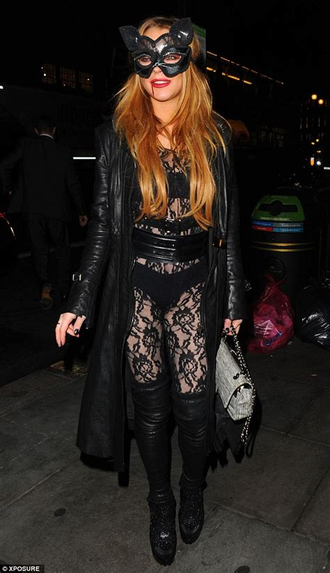 Cacing Buat Louhan lindsay lohan in lace and thigh high boots