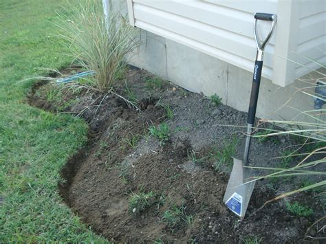 how to mulch a flower bed diy re do a tired flower bed