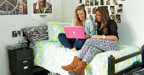 5 things to consider before living together collage center five things you should discuss with your roommate before
