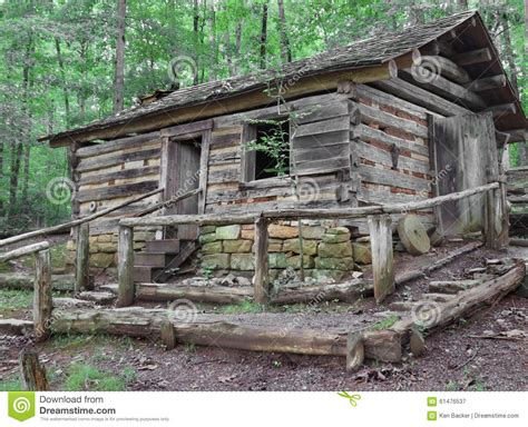 cabane enfant bois 1382 log house on hill in woods stock image image of