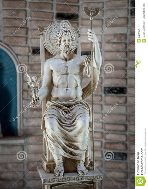 imagenes de la estatua del dios zeus zeus statue god of sky and thunder in greece stock image