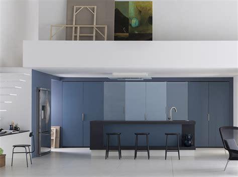 cuisine cach馥 par des portes une cuisine design pour un int 233 rieur contemporain
