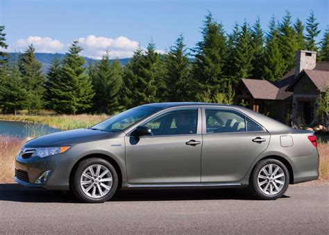Toyota Camry Hybrid 2013 2013 Toyota Camry A Worth Considering Sedan For Your