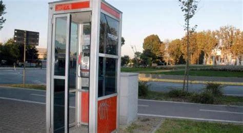 cabine telefoniche telecom le cabine telefoniche telecom diventano biblioteche di strada