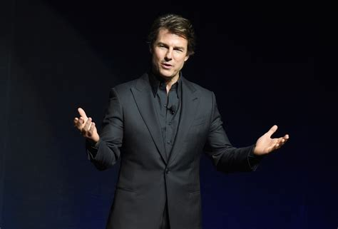 Tom Cruise Attacks Nyc Hollyscoop by Tom Cruise Wows Cinemacon With Look At Quot Mission