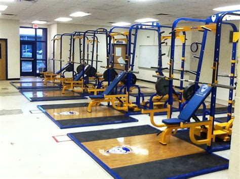 Weight Room Equipment by Warren County Screaming Devils S Weight Room Gets Lift