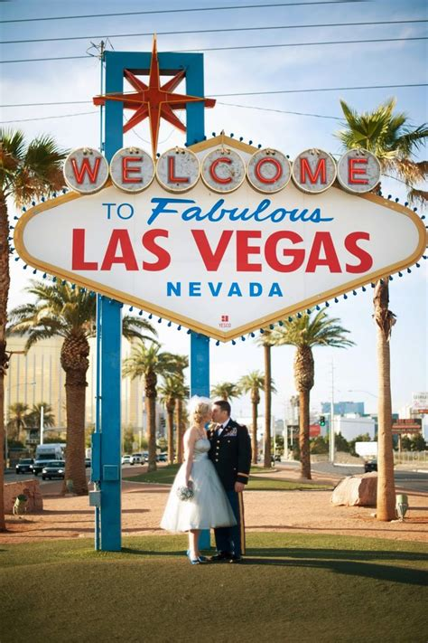 Wedding Vows In Vegas by Retro Las Vegas Vow Renewal Favorite Things On The Web