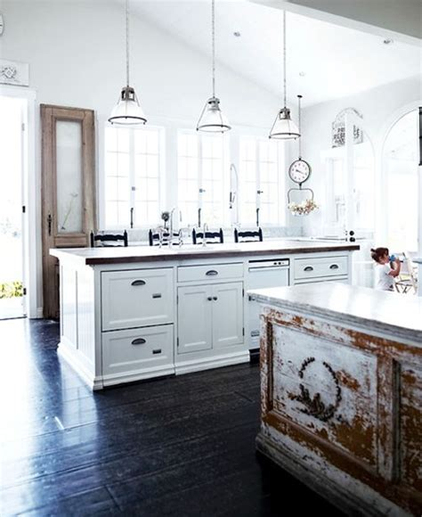 friday favorites farmhouse kitchens house of hargrove friday favorites farmhouse kitchens house of hargrove