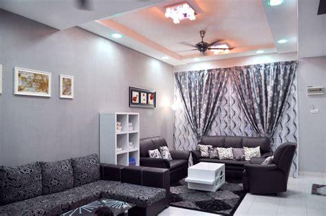 cat dinding ruang tamu warna ungu  modern