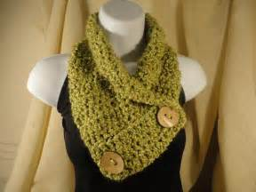 Diy crochet scarf cowl neck warmer with button scarf