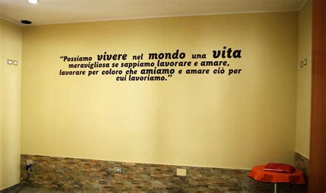 scritte su pareti interne scritte adesive per pareti personalizza i tuoi ambienti