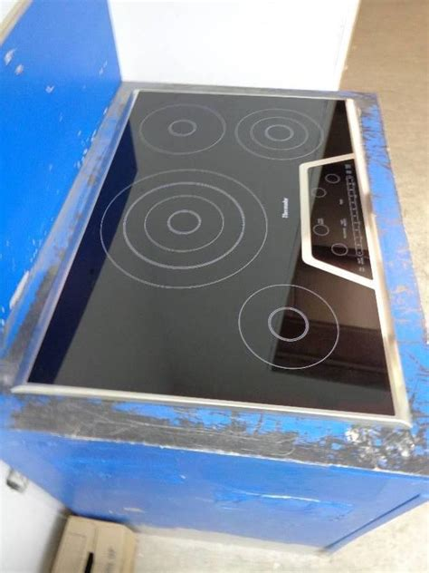 smoothtop electric cooktop thermador masterpiece series cet304ns 30 quot smoothtop
