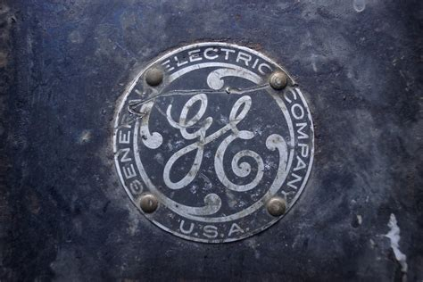 general electric ge beats 3q forecasts as it refocuses on industry
