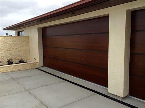 cocheras de madera prefabricadas m 225 s de 1000 ideas sobre puertas de garaje de madera en