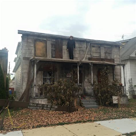 myers house these people have won halloween with their creepy michael myers house