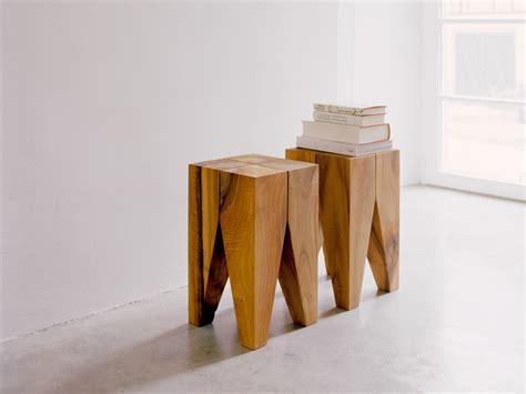 sgabello legno design sgabello tavolino in legno massello st04 backenzahn by