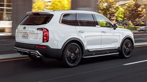 kia telluride sx  awd rear  quarter  motion
