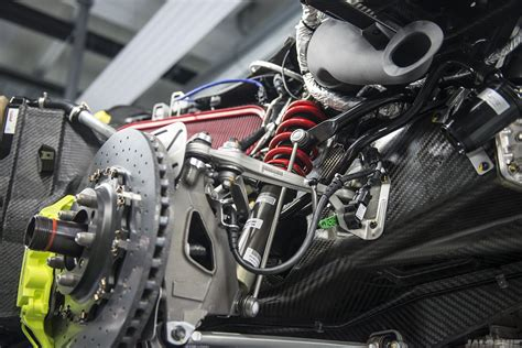 porsche 918 engine porsche 918 suspension and brake assembly mechanical