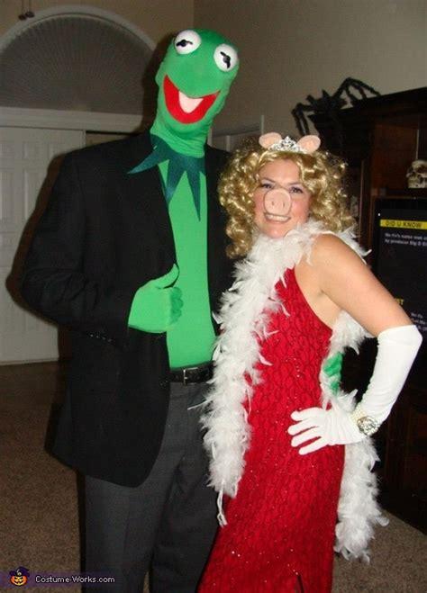 Coolest Handmade Costumes - kermit and miss piggy costume
