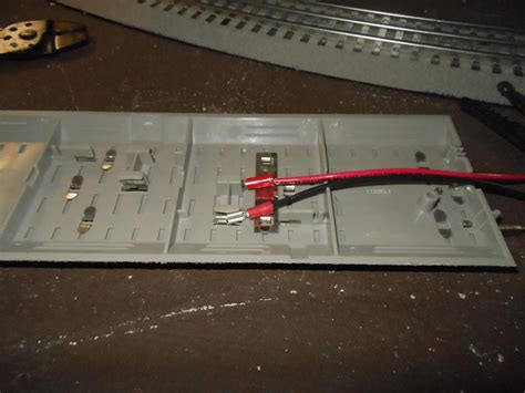 www lionel feeder wires from lionel fastrack to zw o gauge