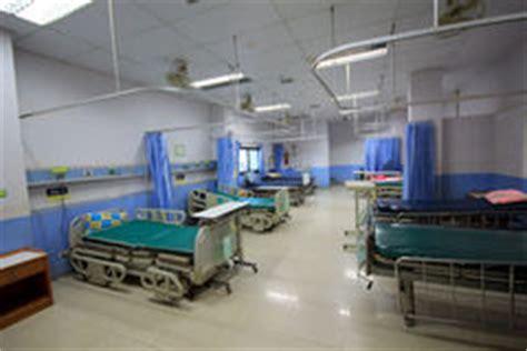 letto vuoto letto vuoto in una stanza di ospedale illustrazione di