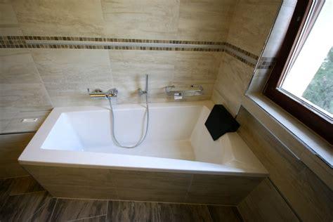 durchsichtige badewanne referenzbad mit steinoptik und led beleuchtung herrmann