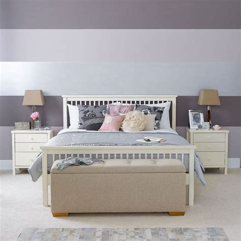 horizontal striped bedroom walls lona de anna how to create a feature wall